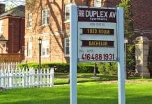 duplex apt for rent sign