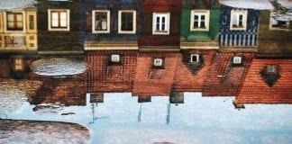 tiny houses illusion photograph